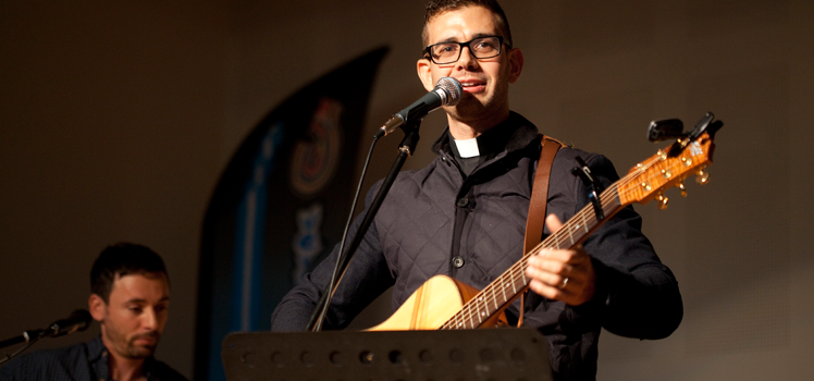 2013 Photo Album: Fr Rob Galea Concert